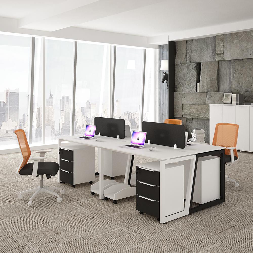 תחנת עבודה בשולחן העבודה לצוות