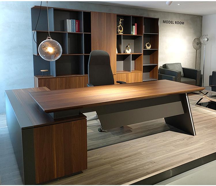 שולחן מנהלים במשרד